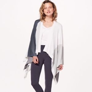 LULULEMON • Grey and White Print Hatha Wrap